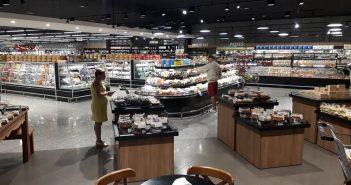 Meschke de Balneário Camboriú aposta em gôndolas baixas para ampliar o visual da loja